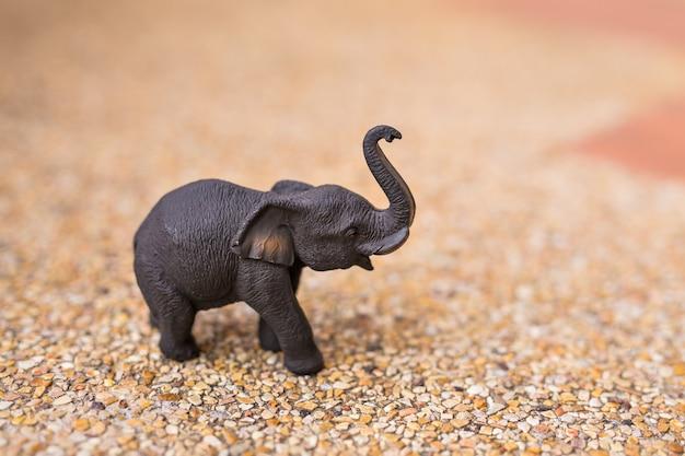 Gros plan d'éléphant en bois fait à la main