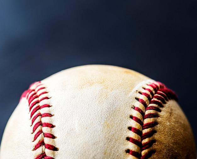 Gros plan d'équipement de sport balle de baseball marron