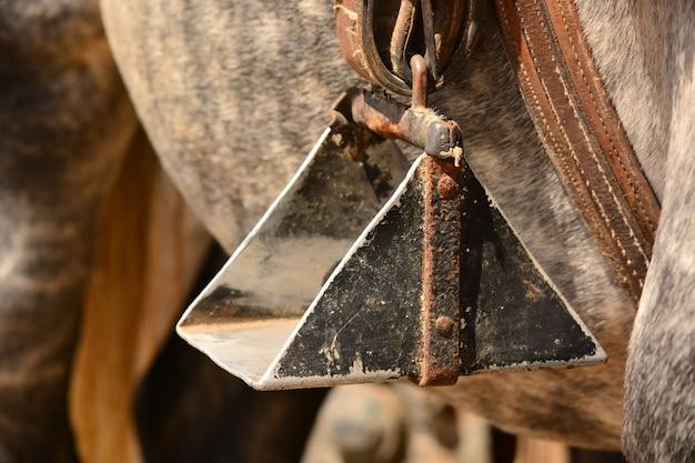 Gros plan d'un étrier de cheval