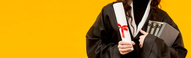 Gros plan étudiant diplômé