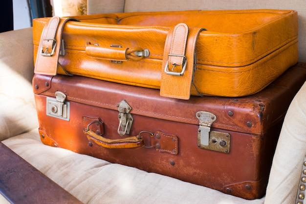 Gros plan sur un étui en cuir vintage