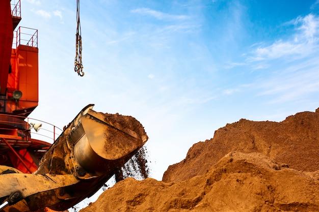 Gros plan d'une excavatrice de chantier