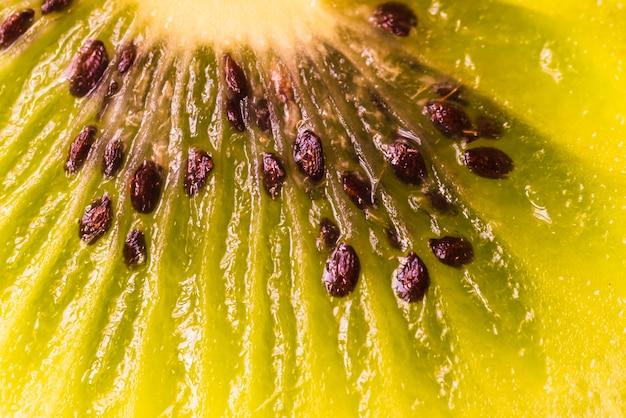 Gros plan extrême de kiwi en tranches