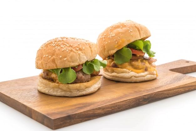 Gros plan, fait maison, frais, savoureux, hamburger, isolé, blanc