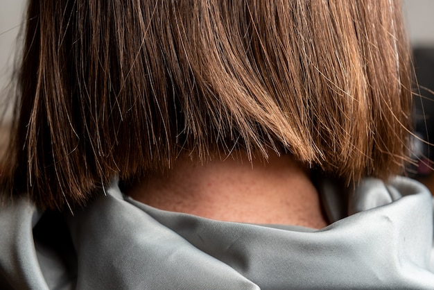 Gros plan femme au salon de coiffure