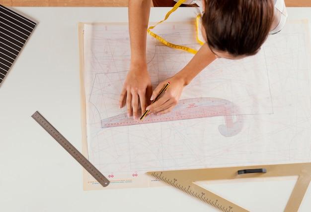 Gros plan, femme, à, crayon