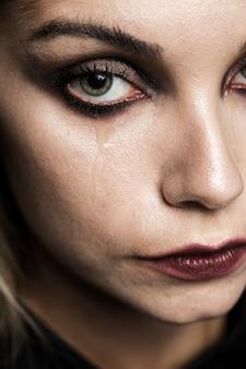 Gros plan, femme, pleurs