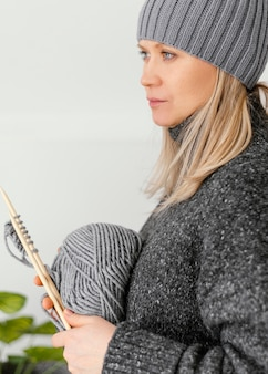 Gros Plan, Femme, Porter, Chapeau Tricoté Photo gratuit
