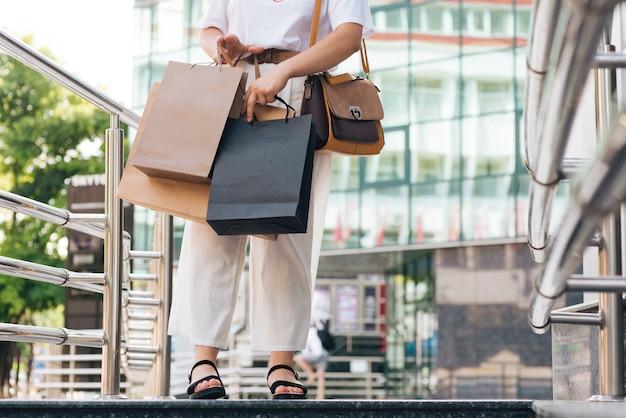 Gros plan, femme, porter, sacs