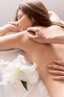 Gros plan, femme, réception, massage
