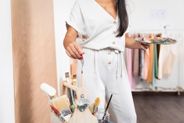Gros plan, femme, tenue, palette bois
