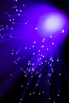 Gros plan de la fibre optique vert brillant