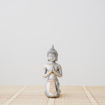 Gros plan de la figure de bouddha