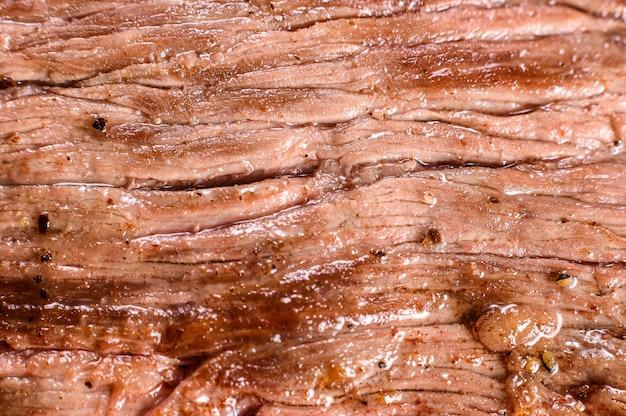 Gros plan de flanc de boeuf mariné grillé