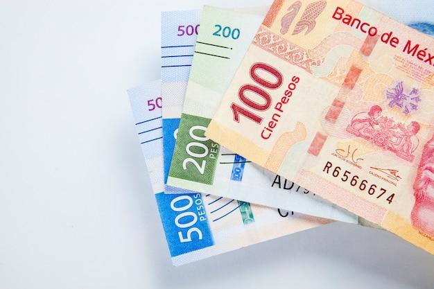 Gros plan sur fond de billets de banque peso mexicain