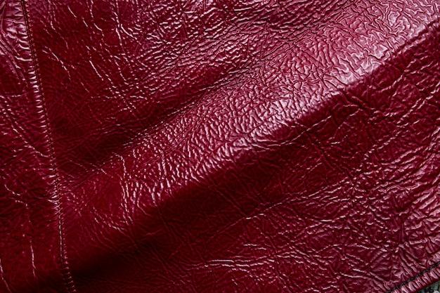 Gros plan d'un fond de texture de cuir rouge.