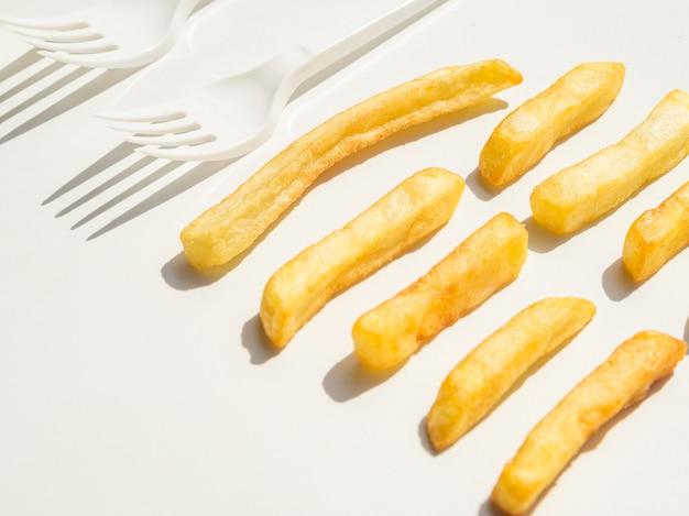 Gros plan, frites, fourchettes
