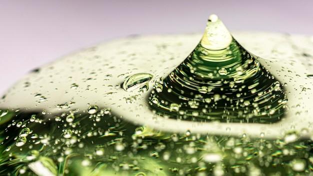 Gros plan de gel anti bactérien hygiène verte