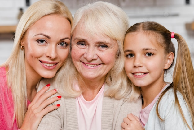 Gros plan de la génération féminine heureuse