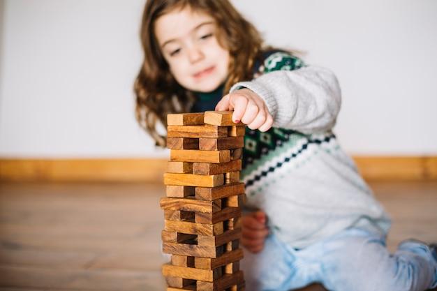 Gros plan, girl, jouer, jenga, jeu