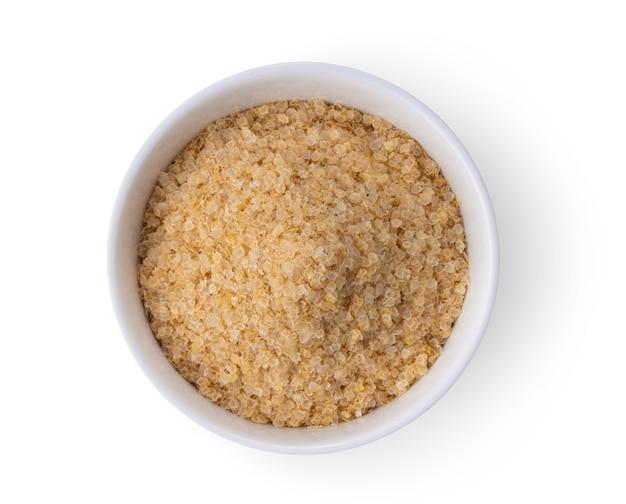 Gros plan sur les graines d'épinards instantanés dans un bol blanc