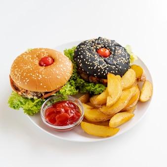 Gros plan, hamburgers, frites, plaque