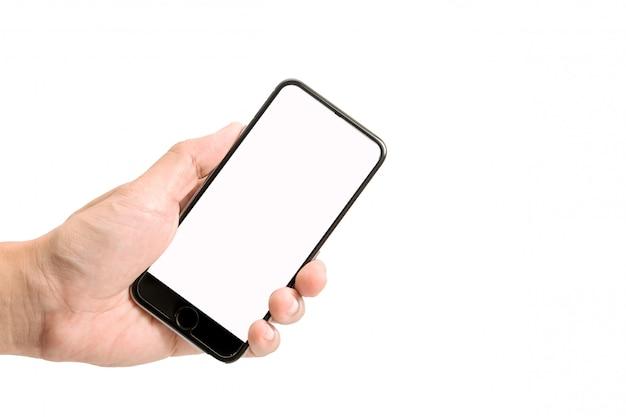 Gros plan de l'homme à l'aide de la puce de téléphone mobile isolé sur fond blanc.