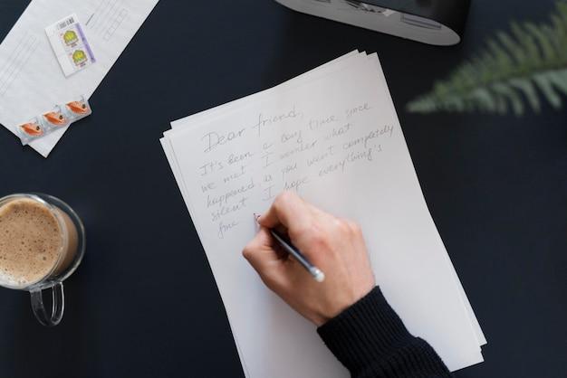 Gros plan, homme, écriture lettre