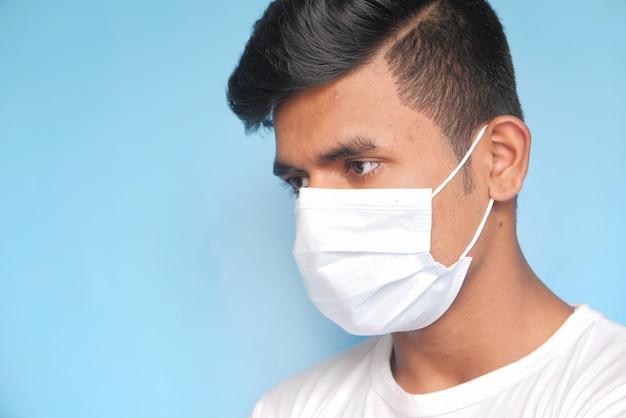 Gros plan, de, homme, à, masque protecteur
