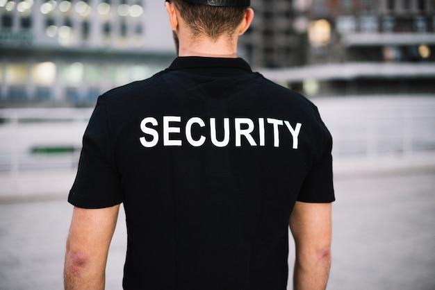 Gros plan homme sécurité vue avant