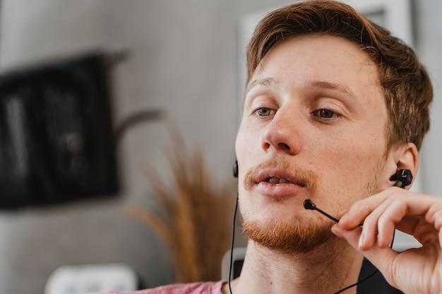 Gros Plan, Homme, Streaming, à, écouteurs Photo gratuit