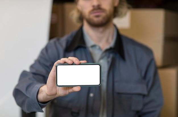 Gros plan, homme, tenue, smartphone
