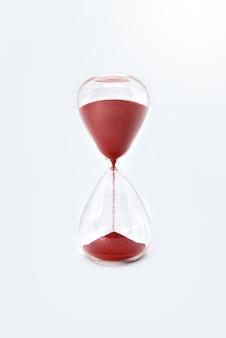 Gros plan sur l'horloge sablier sablier isolé