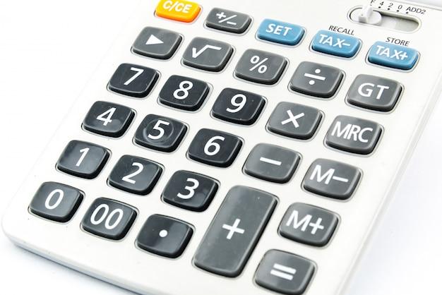 Gros plan image de la calculatrice isolé sur fond blanc
