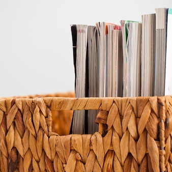 Gros plan image de magazines dans une boîte