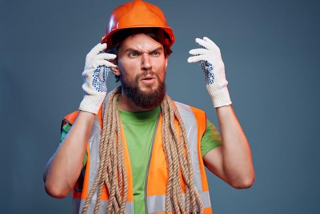 Gros plan d'ingénieur de profession dure d'homme