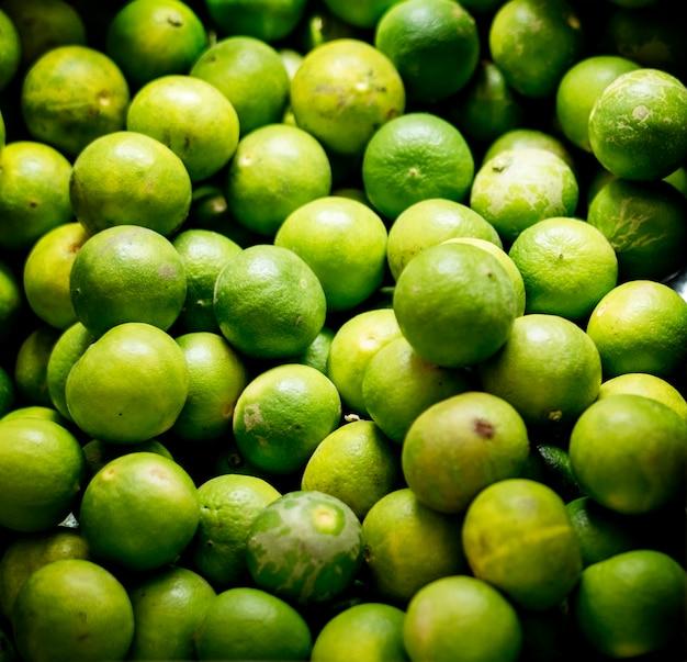 Gros plan des ingrédients de cuisson des citrons verts
