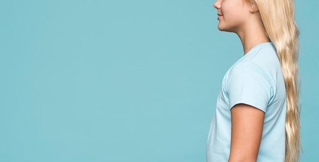 Gros plan, jeune, girl, bleu, fond