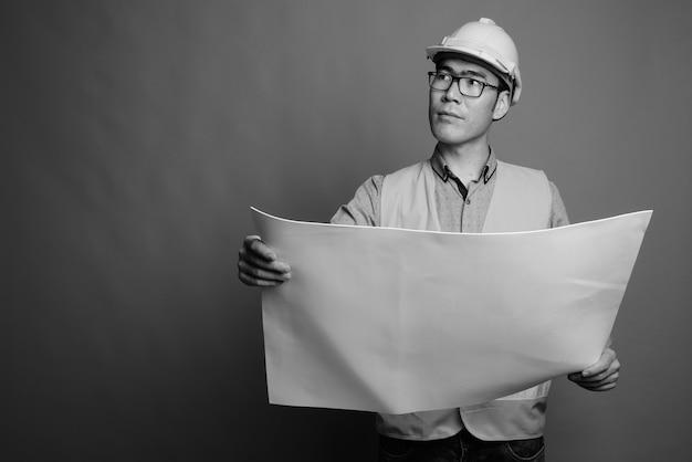 Gros plan, de, jeune, homme asiatique, ouvrier construction, porter lunettes