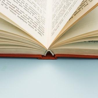 Gros plan d'un livre ouvert