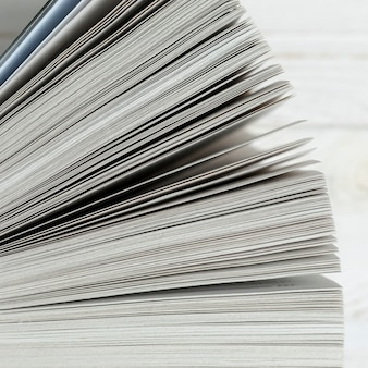 Gros plan, livre papier, à, fond blanc