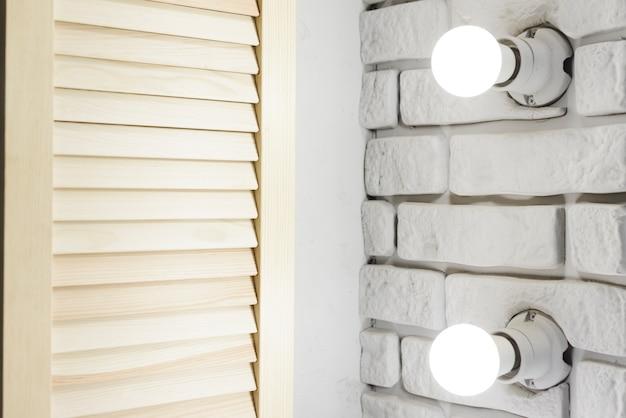 Gros plan des lumières industrielles modernes