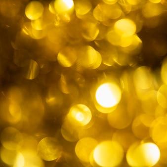 Gros plan des lumières scintillantes d'or