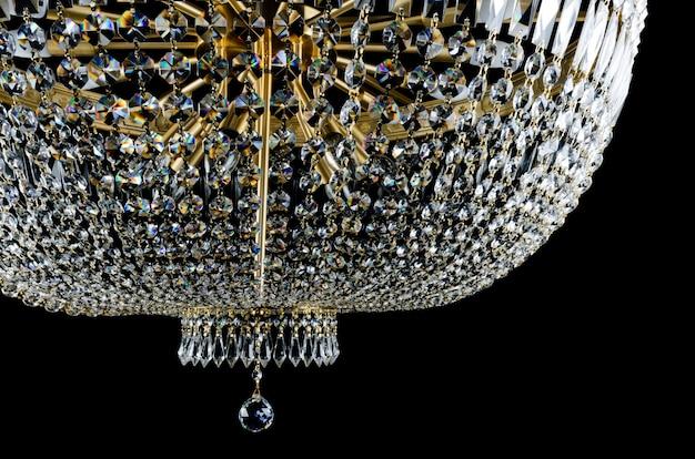 Gros plan lustre contemporain en verre