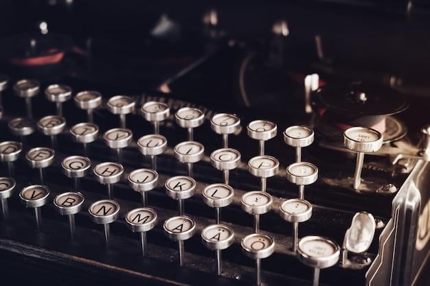 Gros plan machine à écrire vintage. effet de couleur de couleur vintage