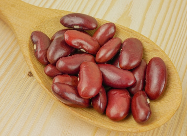 Gros plan, macro, haricots rouges, dans, cuillère bois