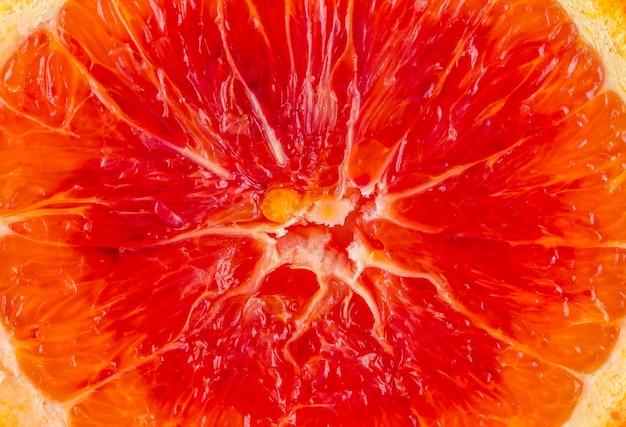 Gros plan macro sur une tranche de texture orange rouge frais et sain