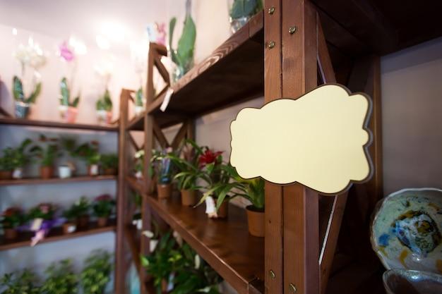 Gros plan sur le magasin de fleurs avec cadre blanc pour texte