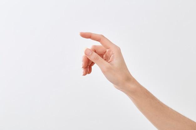 Gros plan, main féminine, pointage