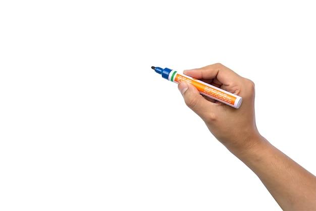 Gros plan d'une main de femme tenant un stylo et un geste d'écriture sur fond blanc